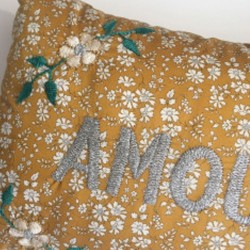 """CSAO - Coussin """"AMOUR"""" gris..."""