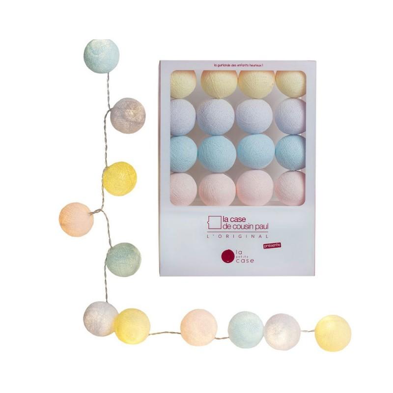 Guirlande La Petite Case « Collection Bébé » De 16 Boules En Fil De  Polyester De 5,5 Cm De Diamètre, Les Boules Sont Précoupées Pour Un Montage  Plus Facile.